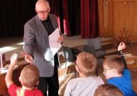 Tikšanās ar jauniešu grāmatu rakstnieku Māri Runguli