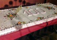 Latvijas simtgades svinību torte un skolas veltījums valsts svētkos