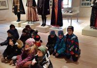 """1.a klase """"Skolas somas"""" ietvaros apmeklē Bauskas pils muzeju."""